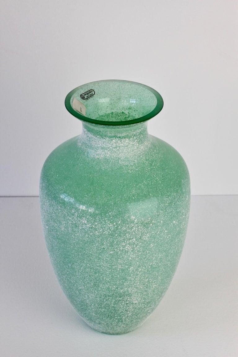 Large Italian Seguso Vetri d'Arte Green 'Scavo' Murano Glass Vintage Floor Vase For Sale 3