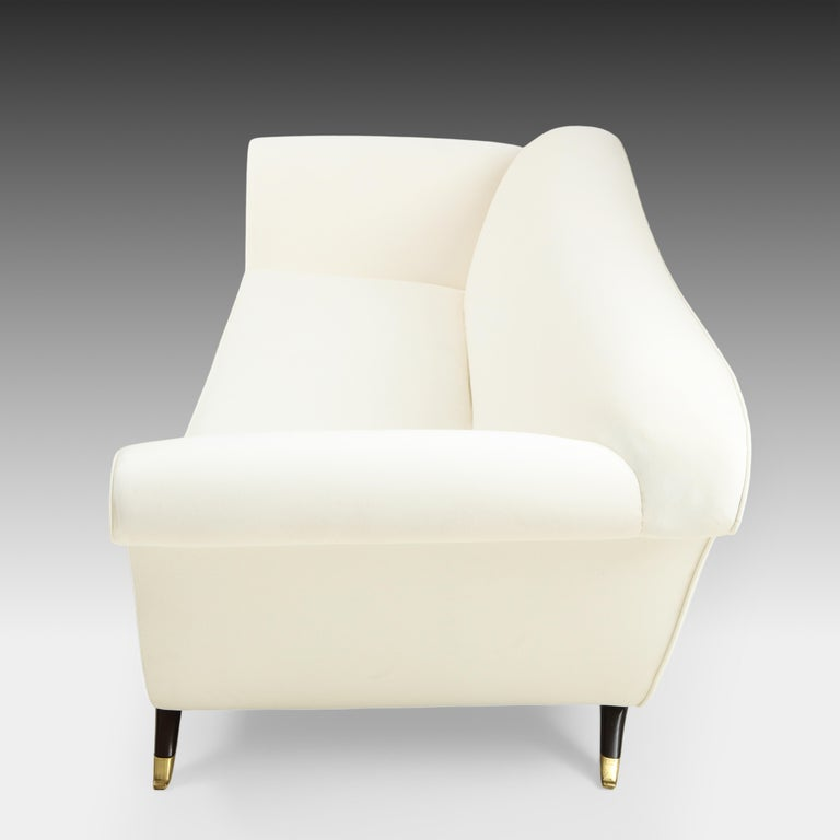 Mid-Century Modern Large Ivory Velvet Sofa Attributed to Guglielmo Ulrich For Sale