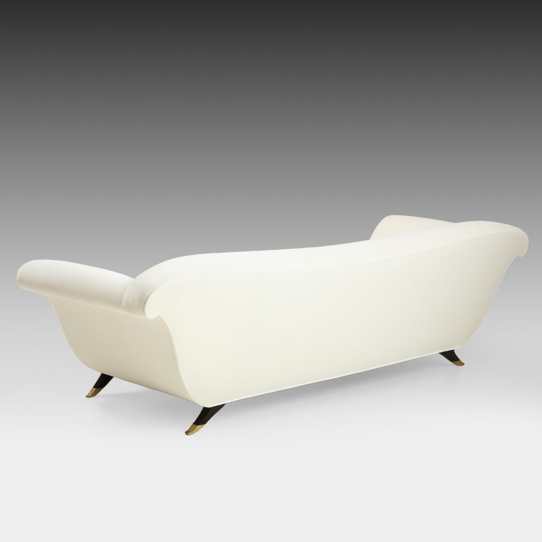 Italian Large Ivory Velvet Sofa Attributed to Guglielmo Ulrich For Sale