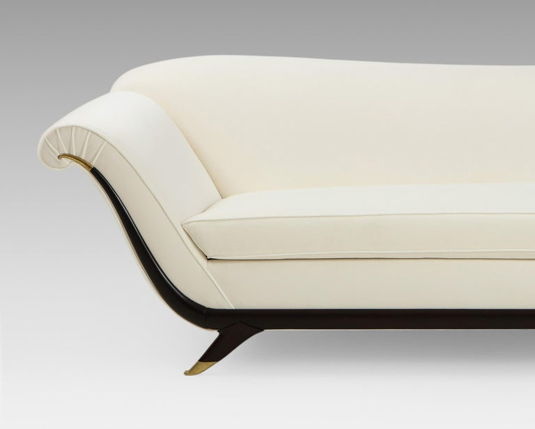 Large Ivory Velvet Sofa Attributed to Guglielmo Ulrich In Excellent Condition For Sale In New York, NY
