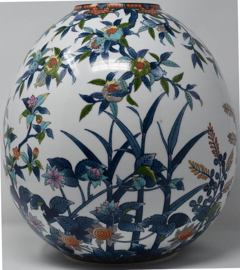 Unique large contemporary Japanese decorative hand painted Imari porcelain vase in a stunningly shaped ovoid, a signed masterpiece by an acclaimed, award-winning master porcelain artist in polychrome overglazed enameling. This artist has perfected