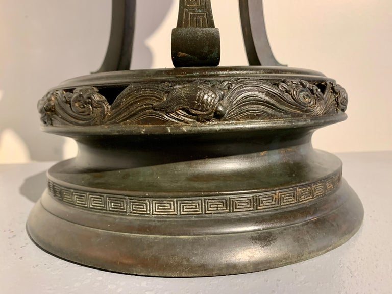 Large Japanese Cast Bronze Censer with Kirin, Edo Period, Early 19th Century For Sale 8