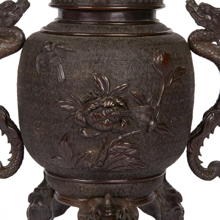 Large Japanese Meiji Bronze Lidded Urn, 19th Century For Sale 5