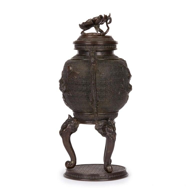 Large Japanese Meiji Bronze Lidded Urn, 19th Century In Good Condition For Sale In Bishop's Stortford, Hertfordshire