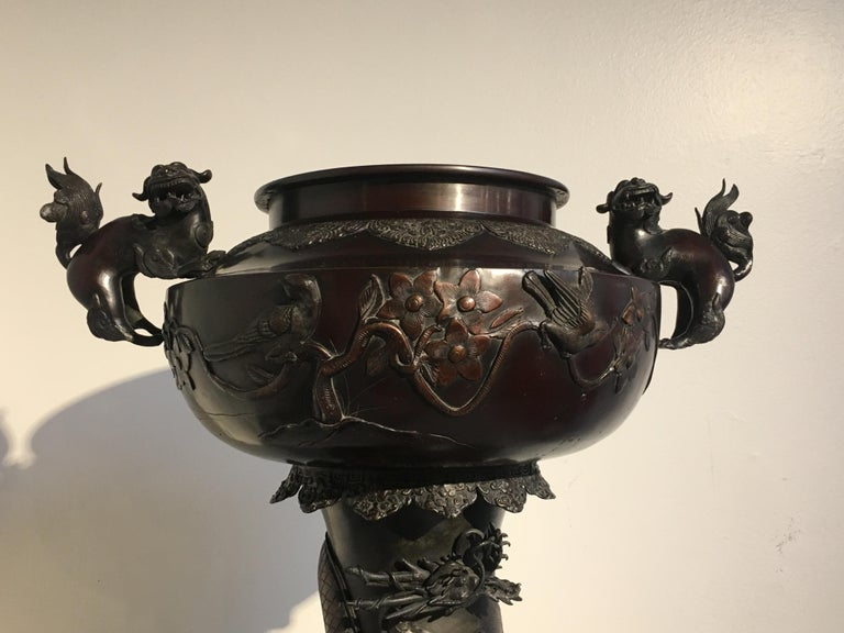 Large Japanese Meiji Period Cast Bronze Censer with Dragon and Shishi For Sale 7