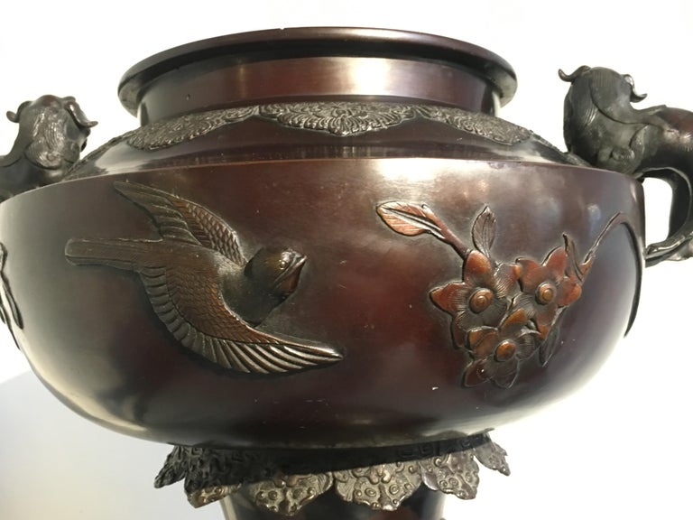 Large Japanese Meiji Period Cast Bronze Censer with Dragon and Shishi For Sale 8