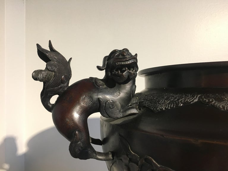 Early 20th Century Large Japanese Meiji Period Cast Bronze Censer with Dragon and Shishi For Sale
