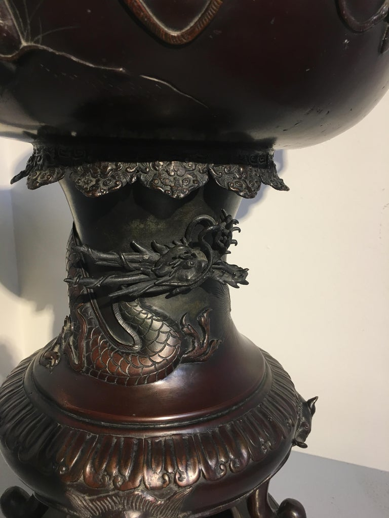 Large Japanese Meiji Period Cast Bronze Censer with Dragon and Shishi For Sale 1