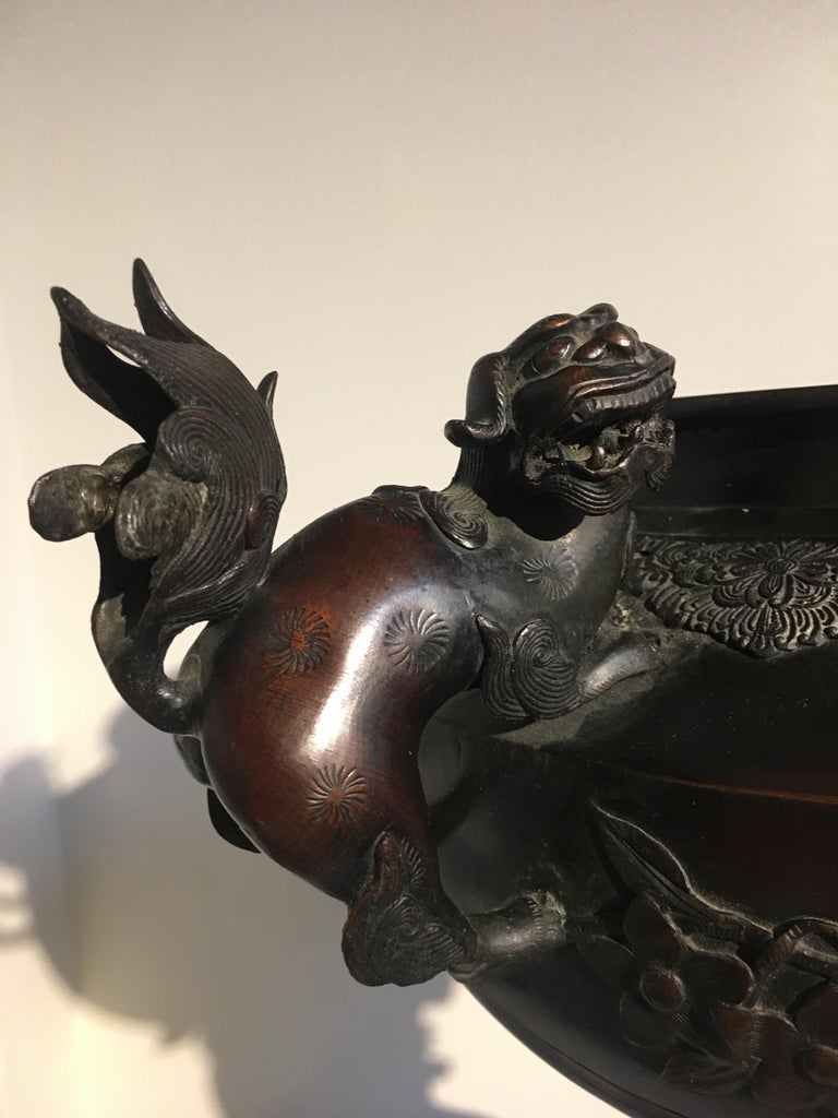 Large Japanese Meiji Period Cast Bronze Censer with Dragon and Shishi For Sale 4