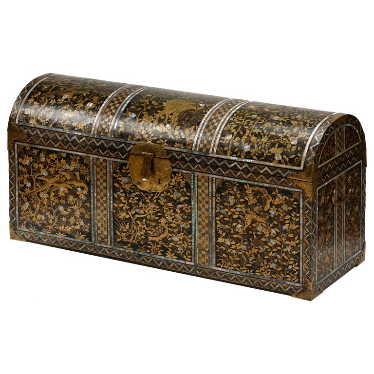 Large Japanese Namban Lacquer Coffer Arqueta, 16th Century For Sale