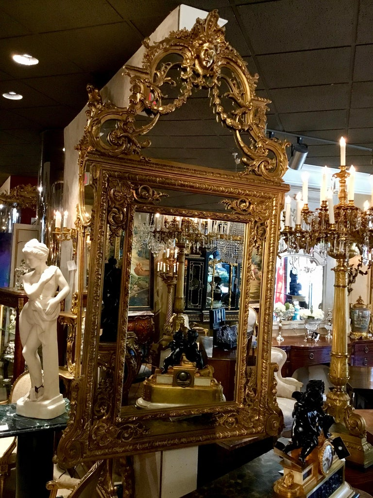 Large Louis XVI-Style Giltwood mirror With mask of Minerva, 19 th c. For Sale 13