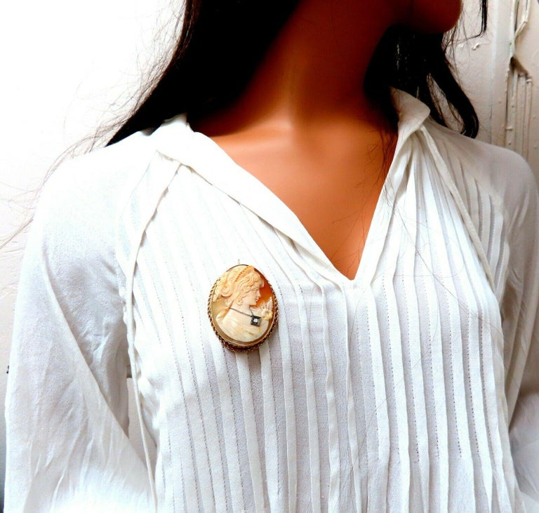 Large Madonna Cameo Brooch Retractable Bale Pendant Brooch Pin 14 Karat In Excellent Condition For Sale In New York, NY