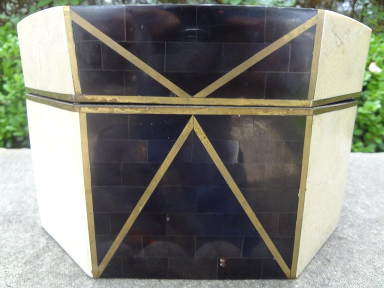 Large Maitland Smith Style Tessellated Stone, Horn and Brass Box In Good Condition For Sale In Houston, TX