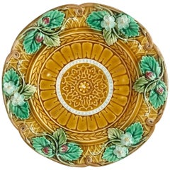 Large Majolica Strawberries Platter Sarreguemines, circa 1870