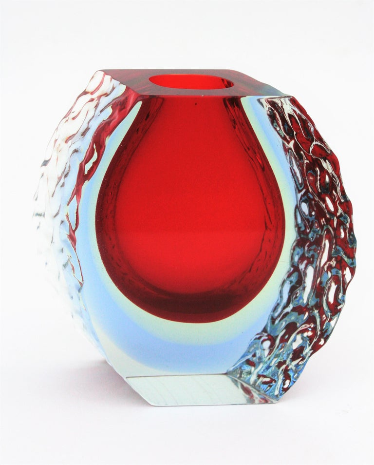 Large Mandruzzato Murano Faceted Textured Red, Blue, Yellow Sommerso Glass Vase For Sale 5