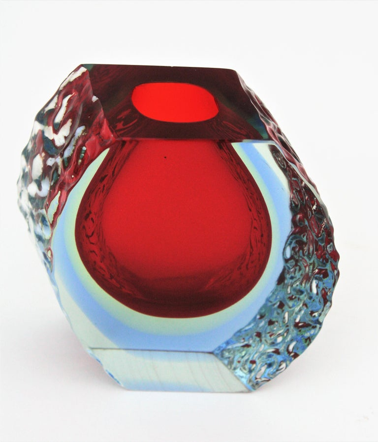 Large Mandruzzato Murano Faceted Textured Red, Blue, Yellow Sommerso Glass Vase For Sale 8