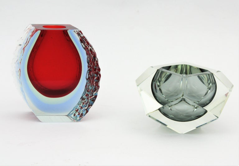 Large Mandruzzato Murano Faceted Textured Red, Blue, Yellow Sommerso Glass Vase For Sale 12