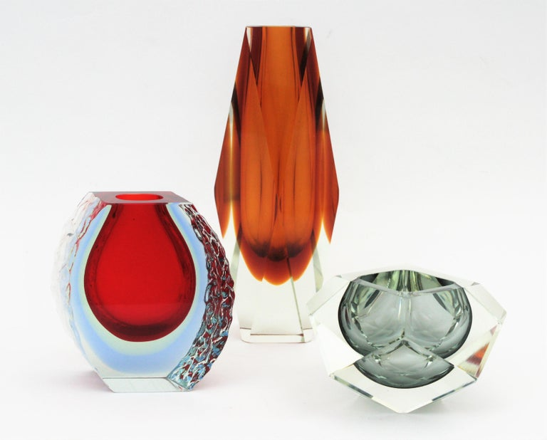 Italian Large Mandruzzato Murano Faceted Textured Red, Blue, Yellow Sommerso Glass Vase For Sale