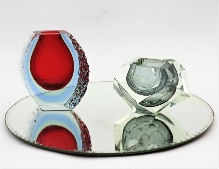 20th Century Large Mandruzzato Murano Faceted Textured Red, Blue, Yellow Sommerso Glass Vase For Sale
