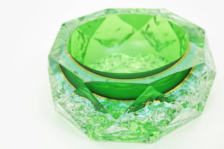 Mandruzzato Murano Ice Glass Faceted Sommerso Green Blue Yellow Art Glass Bowl In Excellent Condition For Sale In Barcelona, ES