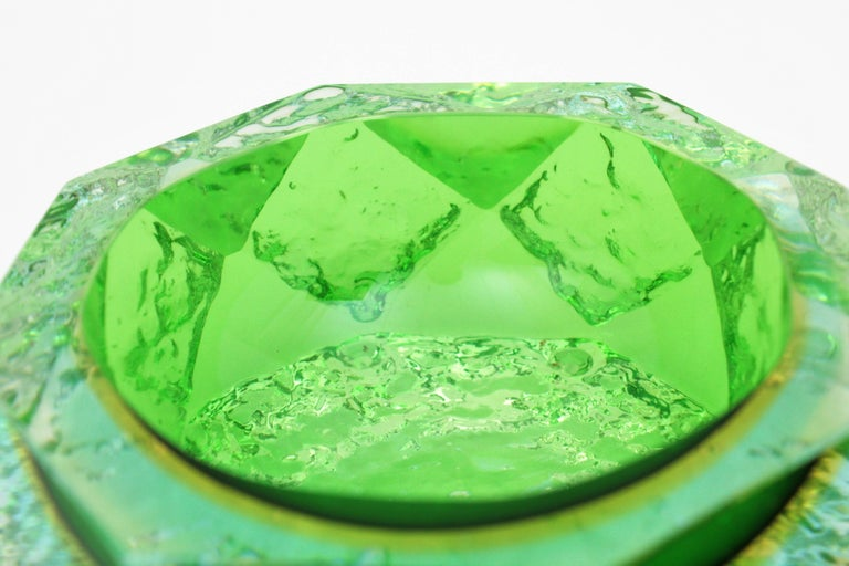 Mandruzzato Murano Ice Glass Faceted Sommerso Green Blue Yellow Art Glass Bowl For Sale 2
