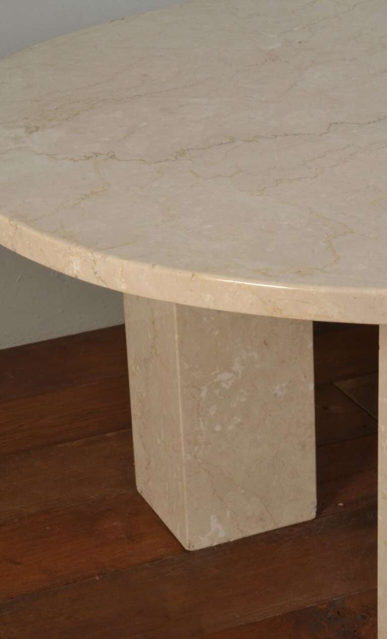 Large Marble Oval Dining Table In Good Condition For Sale In Cheshire, GB