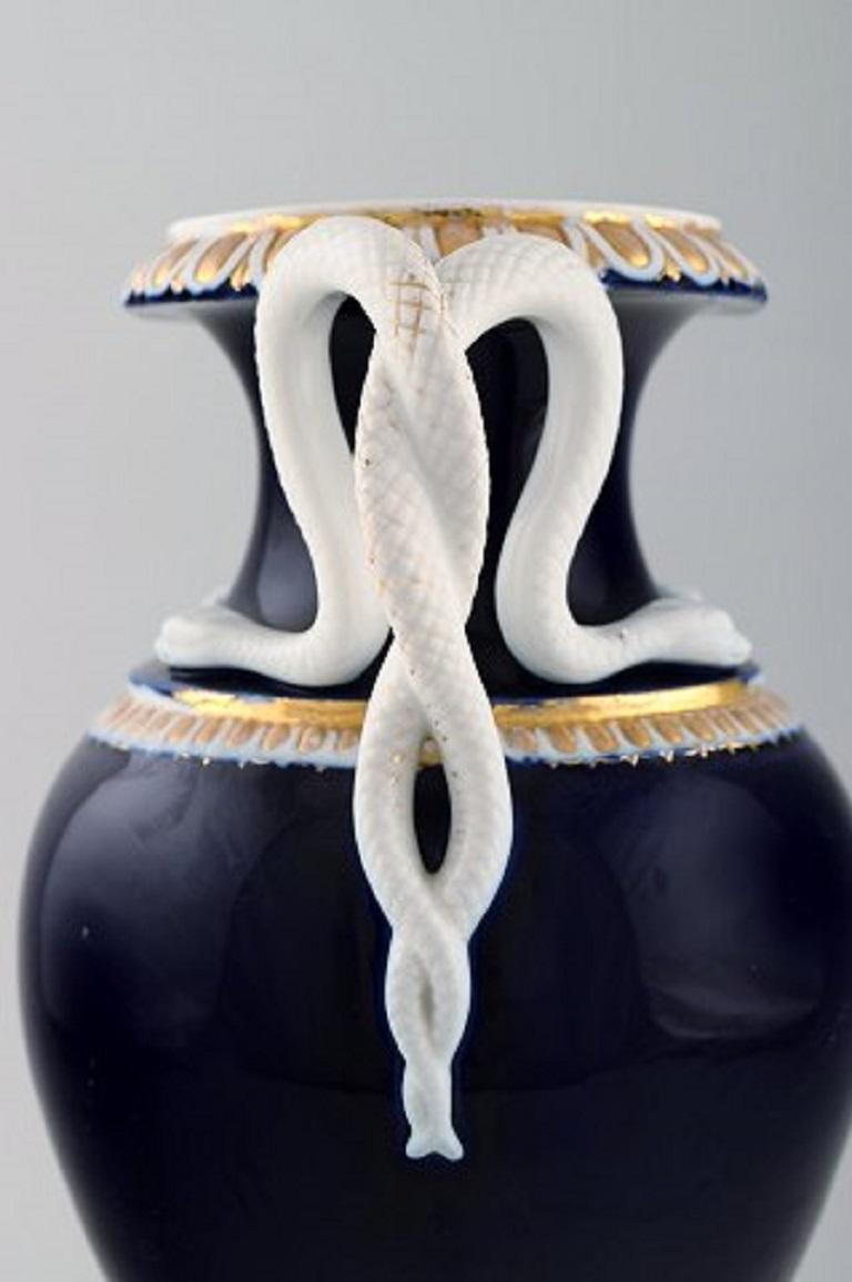 Large Meissen Porcelain Vase with Handles Shaped as Snakes, 1870s-1880s In Good Condition For Sale In Copenhagen, Denmark