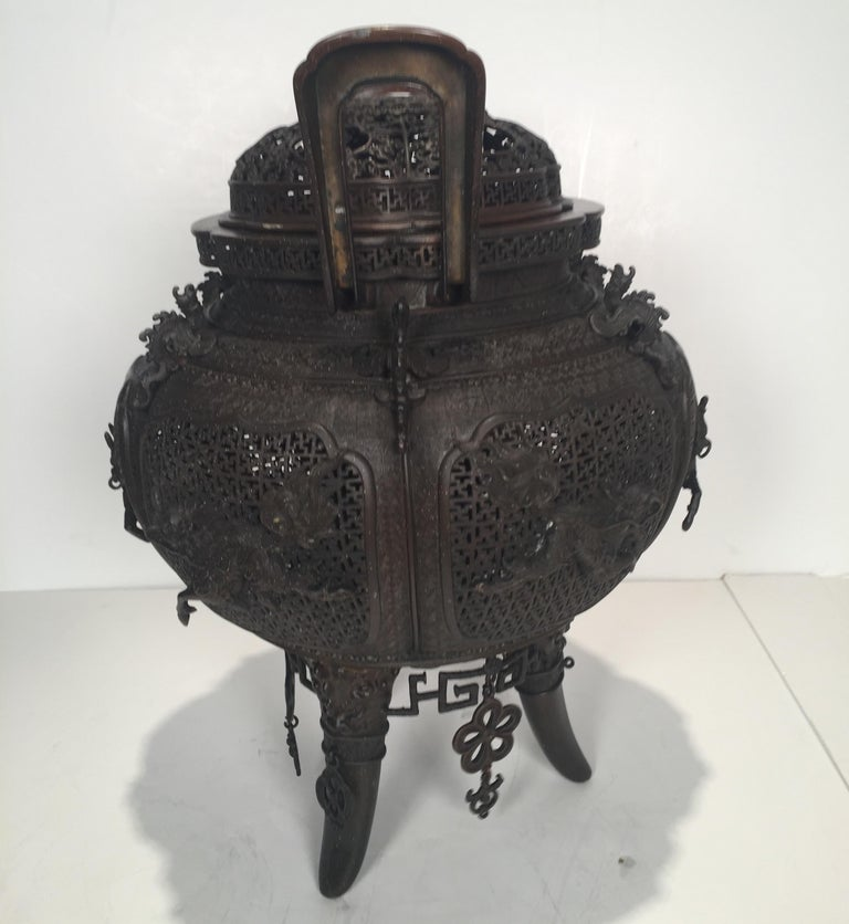Large Meji Period Japanese Bronze Cencer, 1880s In Good Condition For Sale In Lambertville, NJ