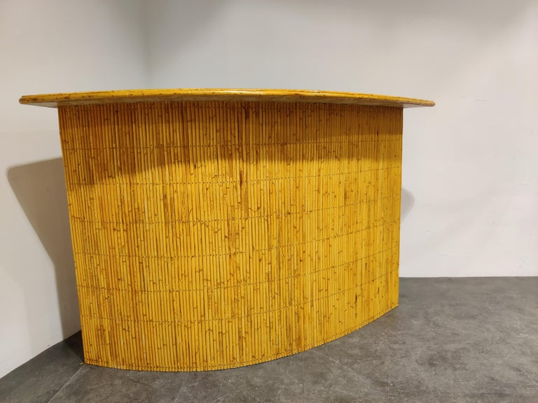 Unusually large Tiki bar in bamboo with 4 stools.  Very decorative item which is a real eyecatcher in your interior, ideal to host parties.  Lovely to mix with some Regency kitsch.  Good overall condition.   Integrated bottle opener and more