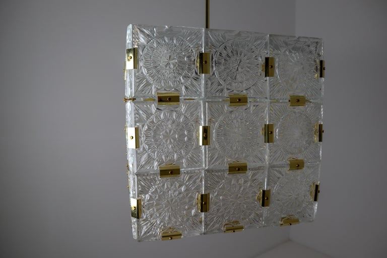 Large Midcentury Brass Chandelier with 36 Geometric Cut Crystal Glass, 1960 For Sale 8