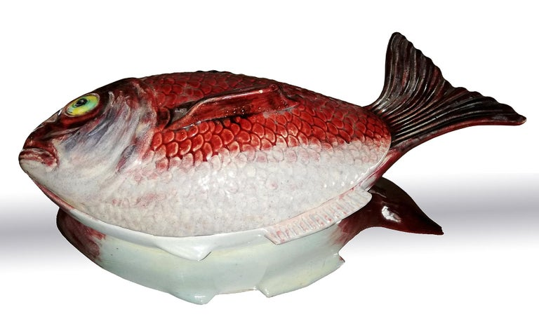 Large Midcentury Majolica Red Fish Pottery Ceramic Tureen Box, Portugal, 1950s In Good Condition For Sale In Coimbra, PT