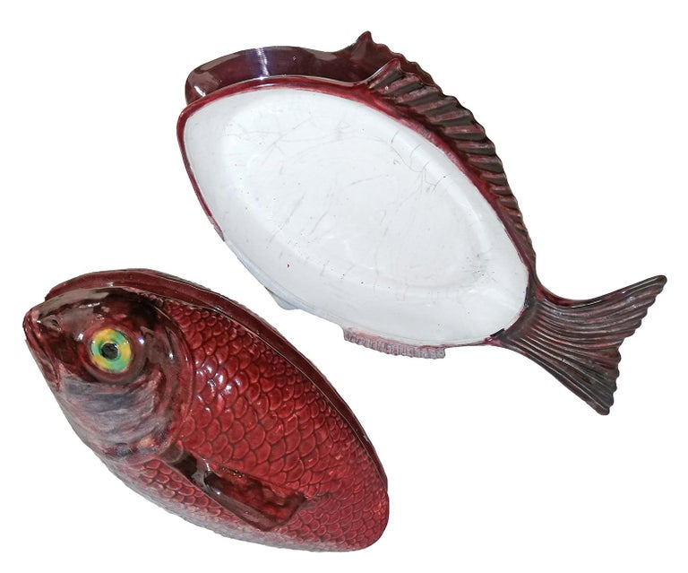 Large Midcentury Majolica Red Fish Pottery Ceramic Tureen Box, Portugal, 1950s For Sale 1