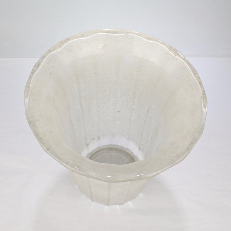 Large Mid-Century Modern Archimede Seguso White Scavo Italian Art Glass Vase For Sale 7