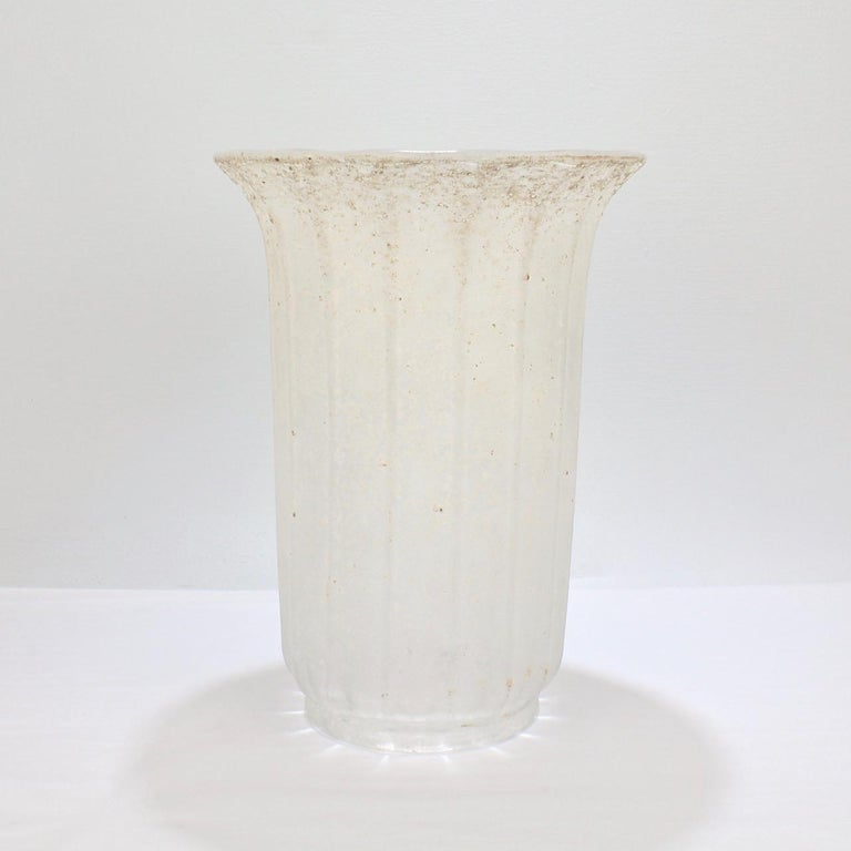Large Mid-Century Modern Archimede Seguso White Scavo Italian Art Glass Vase For Sale 1
