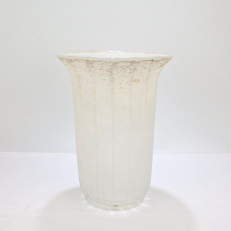Large Mid-Century Modern Archimede Seguso White Scavo Italian Art Glass Vase For Sale 2