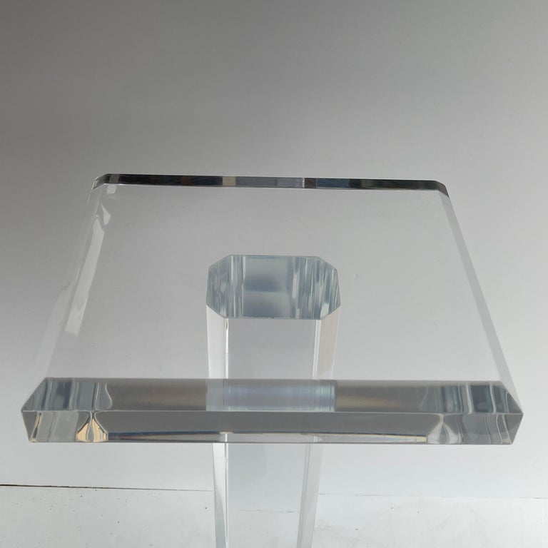 Large Mid-Century Modern Pedestal Table in Thick Lucite For Sale 5