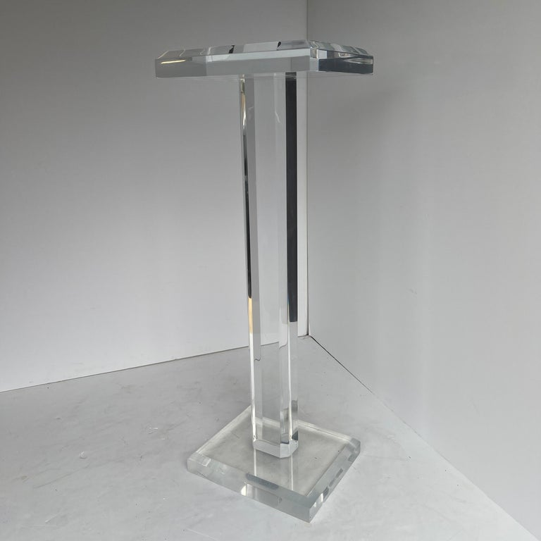 Large Mid-Century Modern Pedestal Table in Thick Lucite For Sale 1