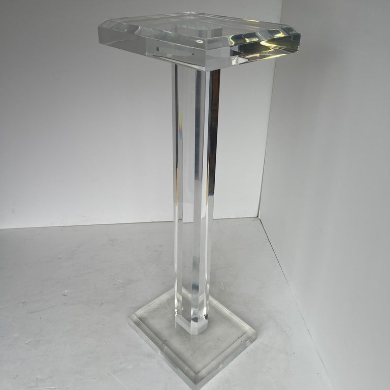 Large Mid-Century Modern Pedestal Table in Thick Lucite For Sale 2