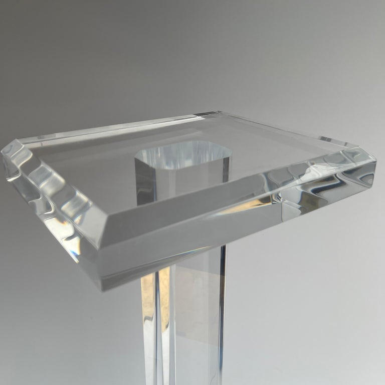 Large Mid-Century Modern Pedestal Table in Thick Lucite For Sale 3