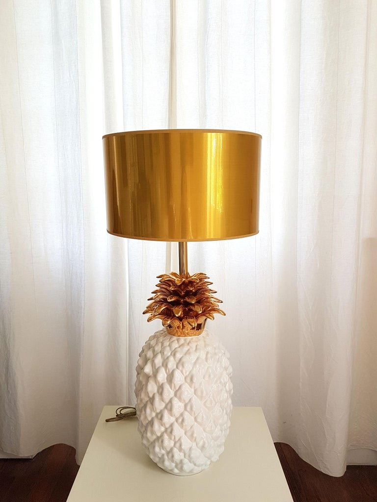 Large ceramic white and gold pineapple French lamp, 