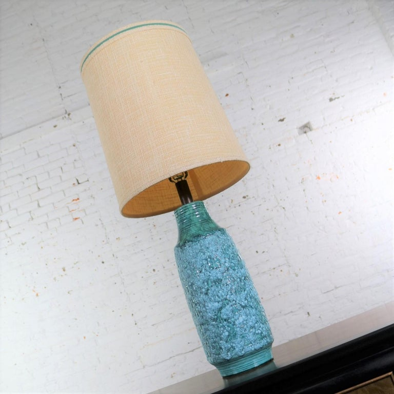 Large Mid-Century Modern Turquoise Lava Glaze Ceramic Table Lamp after Fantoni In Good Condition For Sale In Topeka, KS