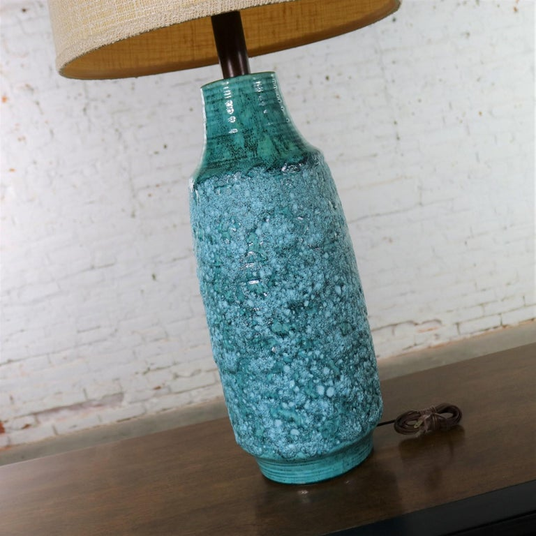 Large Mid-Century Modern Turquoise Lava Glaze Ceramic Table Lamp after Fantoni For Sale 1