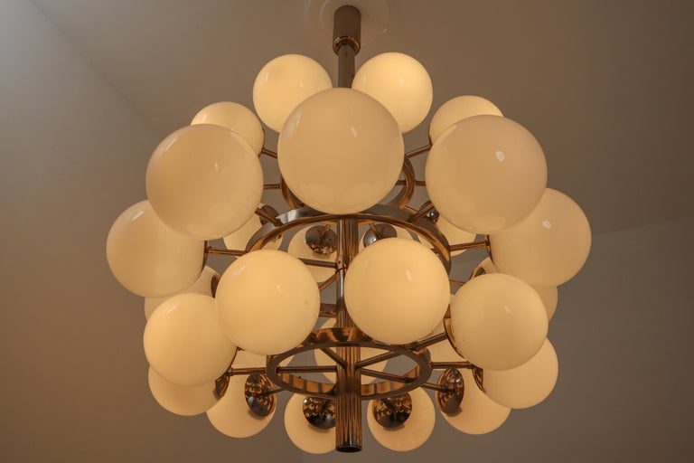 Large Mid-Century Modernist Chandelier with 30 Hand Blown Opaline Glass Globes For Sale 1