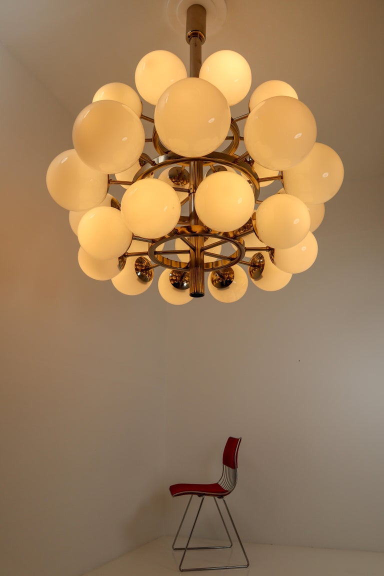Large Mid-Century Modernist Chandelier with 30 Hand Blown Opaline Glass Globes For Sale 2