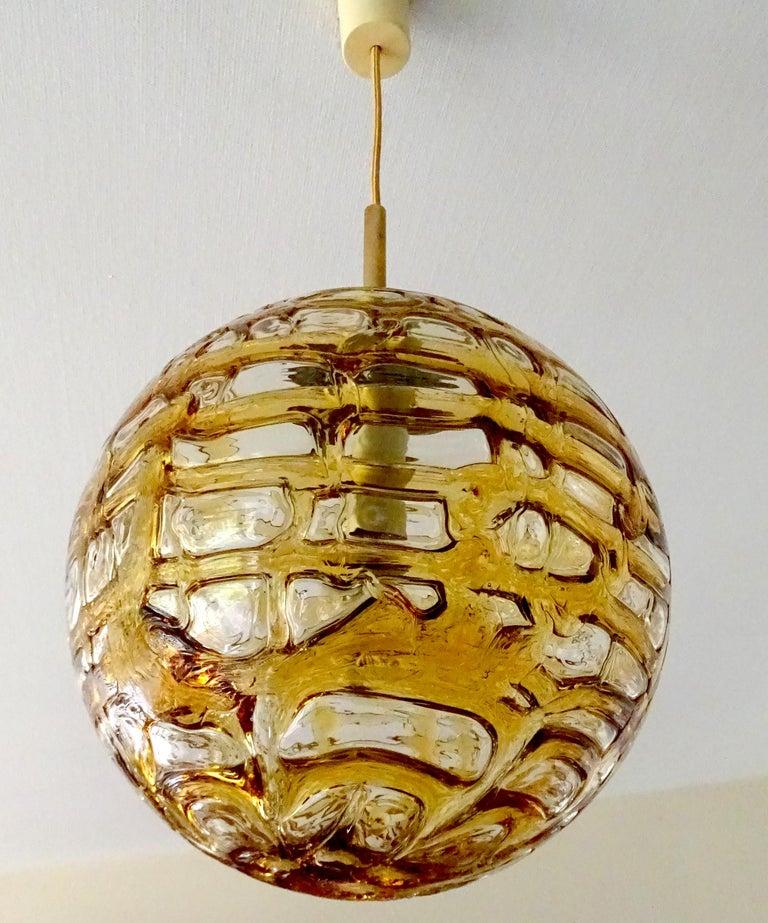 Large Midcentury Doria Murano Honeydrip Glass Globe Brass Pendant Chandelier In Excellent Condition For Sale In Bremen, DE