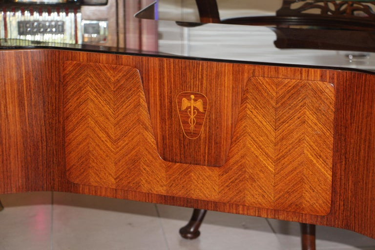 This impressive executive desk by the 1950s Italian designer, Vittorio Dassi, features a very comfortable 1.5 cm thick floating glass top, underneath, there is another very thick piece of brown glass then two columns of two sturdy drawers. Solid