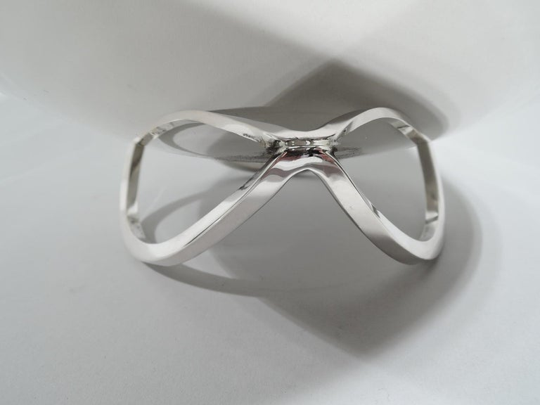 North American Large Mid-Century Modern Sterling Silver Centerpiece Bowl by Cartier For Sale