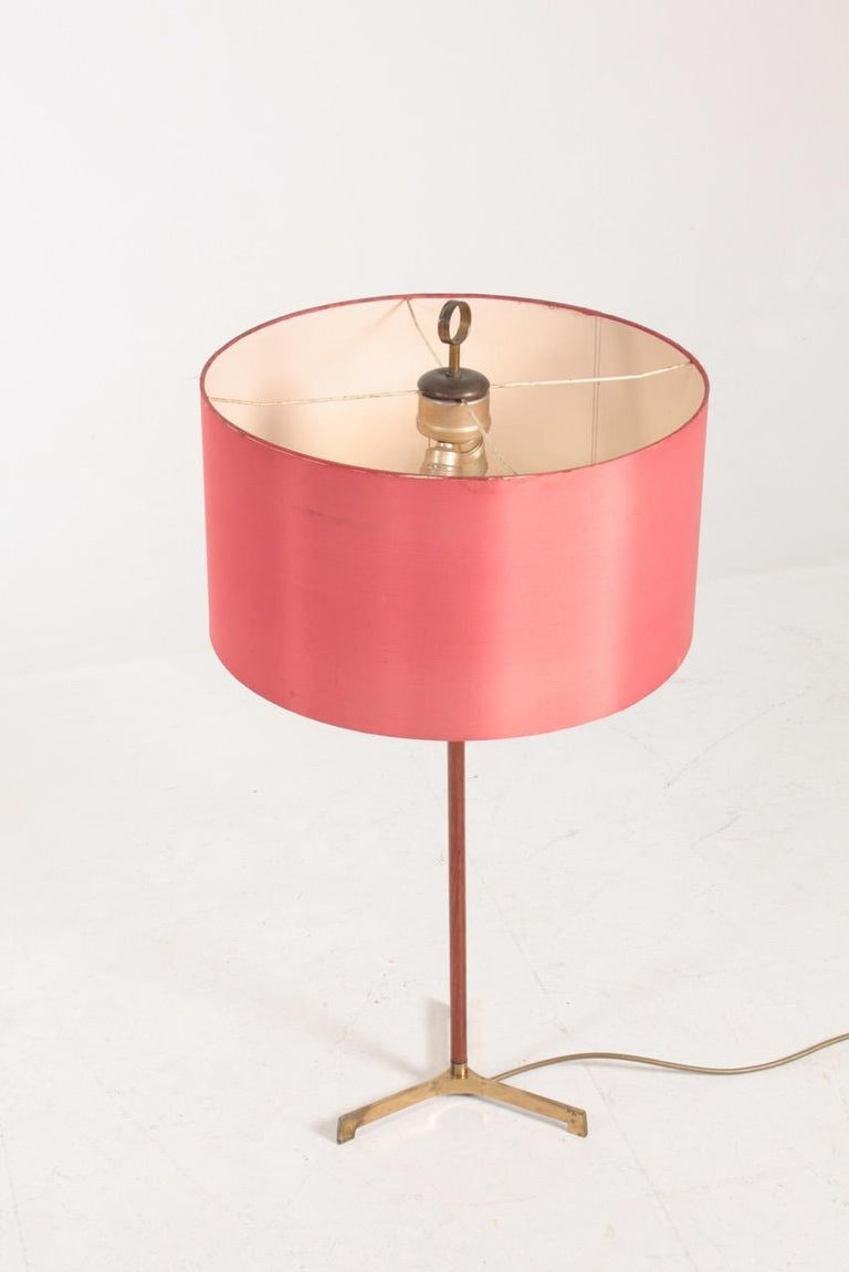 Large Midcentury Table Lamp in Teak and Brass, Made in Denmark, 1950s In Good Condition For Sale In Lejre, DK