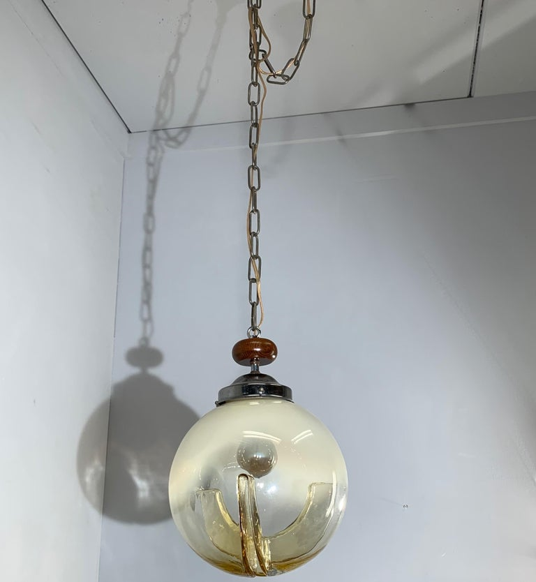 Good Size Midcentury Venetian Mazzega Murano Globe Glass Pendant / Light Fixture In Excellent Condition For Sale In Lisse, NL