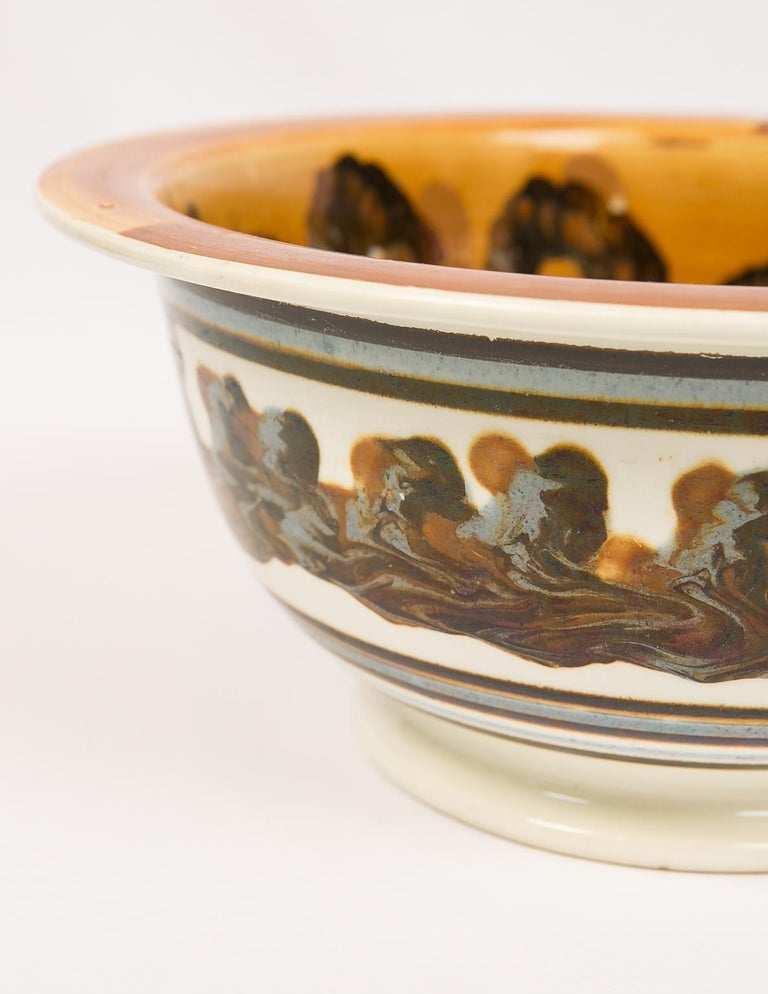 Large Mochaware Bowl with Cable Decoration In Good Condition For Sale In New York, NY